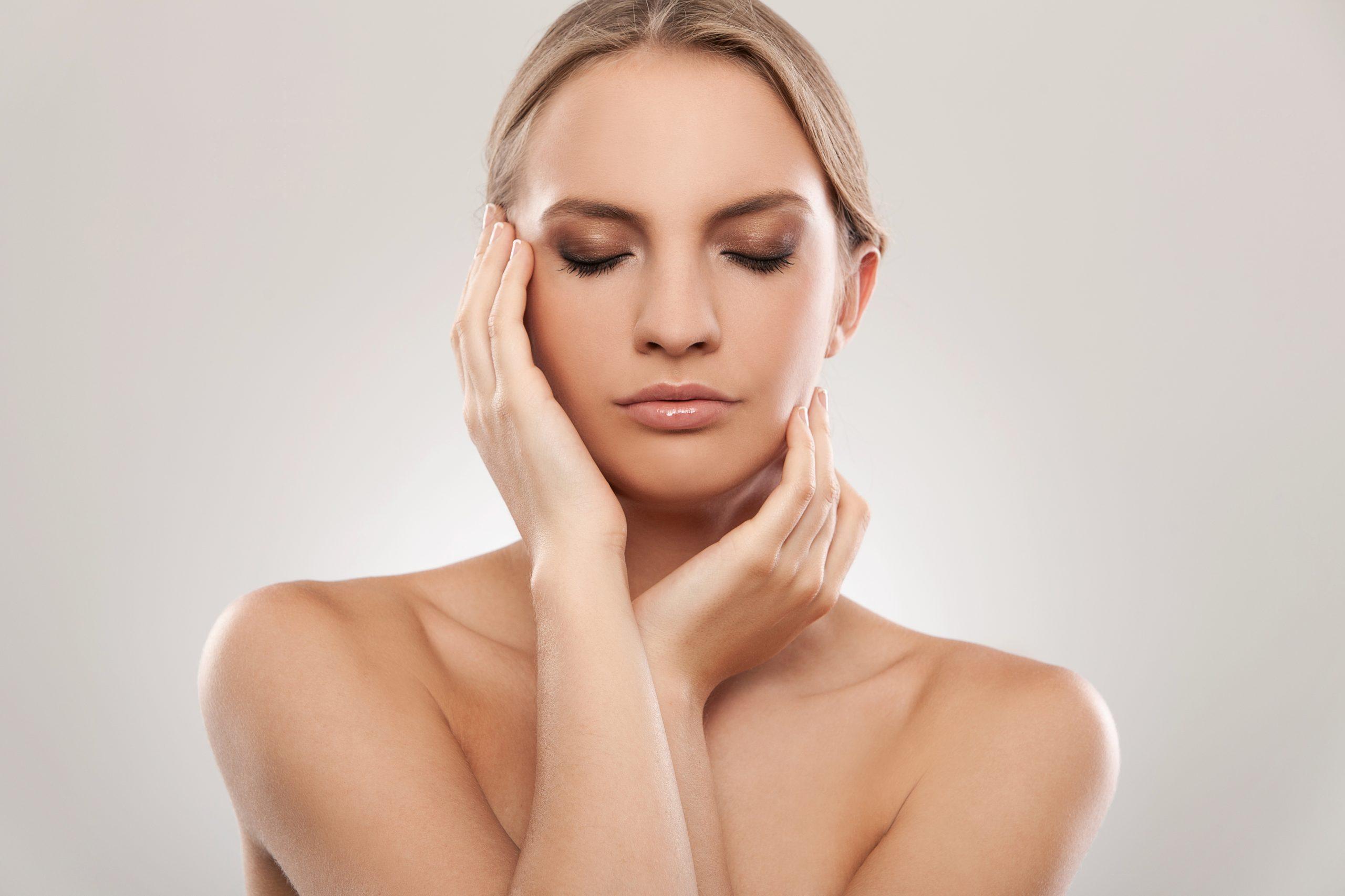 A nyak és a váll kontúrozása online smink tanfolyam tippek tanácsok